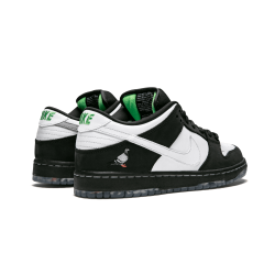 Nike SB Dunk Low Pro OG QS Special Staple - Panda Pigeon - Special Box Black White-Green GUSTO